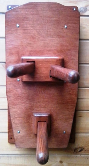 деревянный манекен настенный